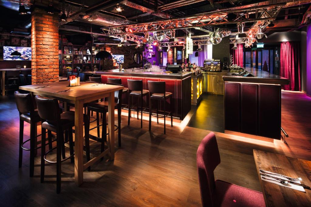 Lounge oder Bar in der Unterkunft pentahotel Inverness