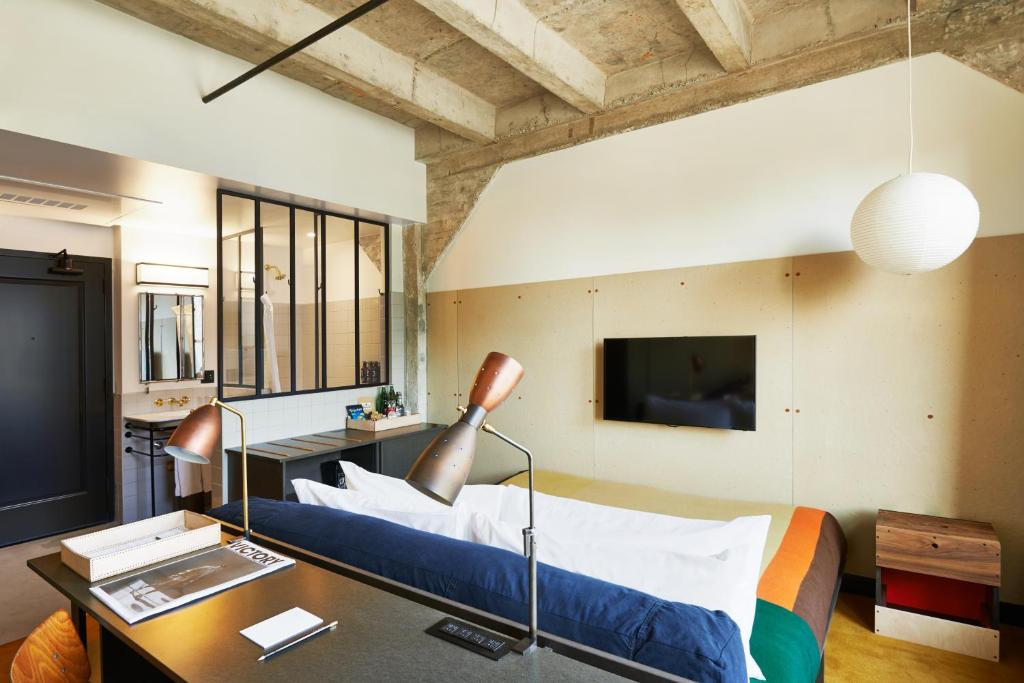 A television and/or entertainment center at Ace Hotel Downtown Los Angeles