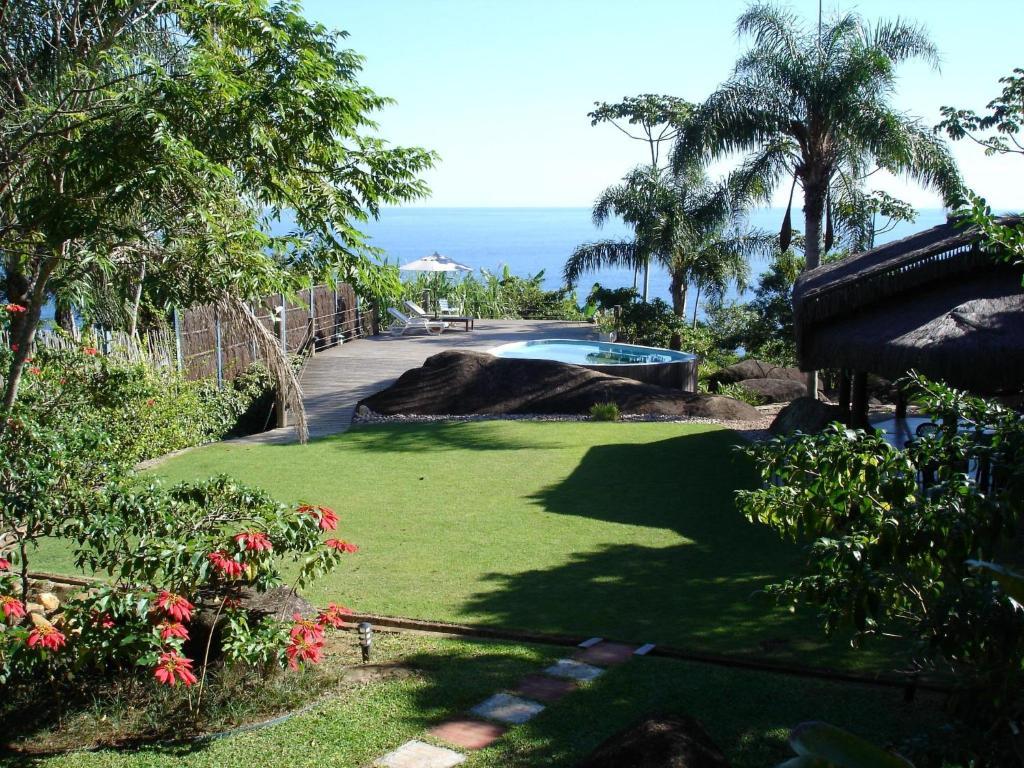A garden outside Sítio Rodamonte