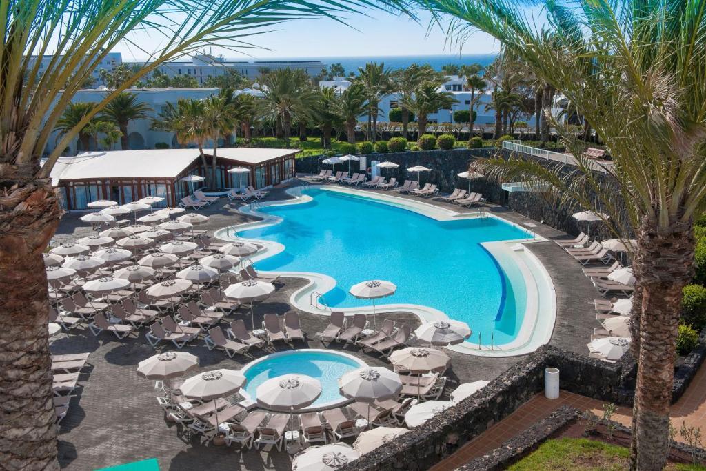 Uitzicht op het zwembad bij Relaxia Olivina of in de buurt