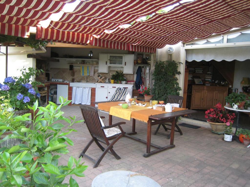 מסעדה או מקום אחר לאכול בו ב-Petite Suite Douillette