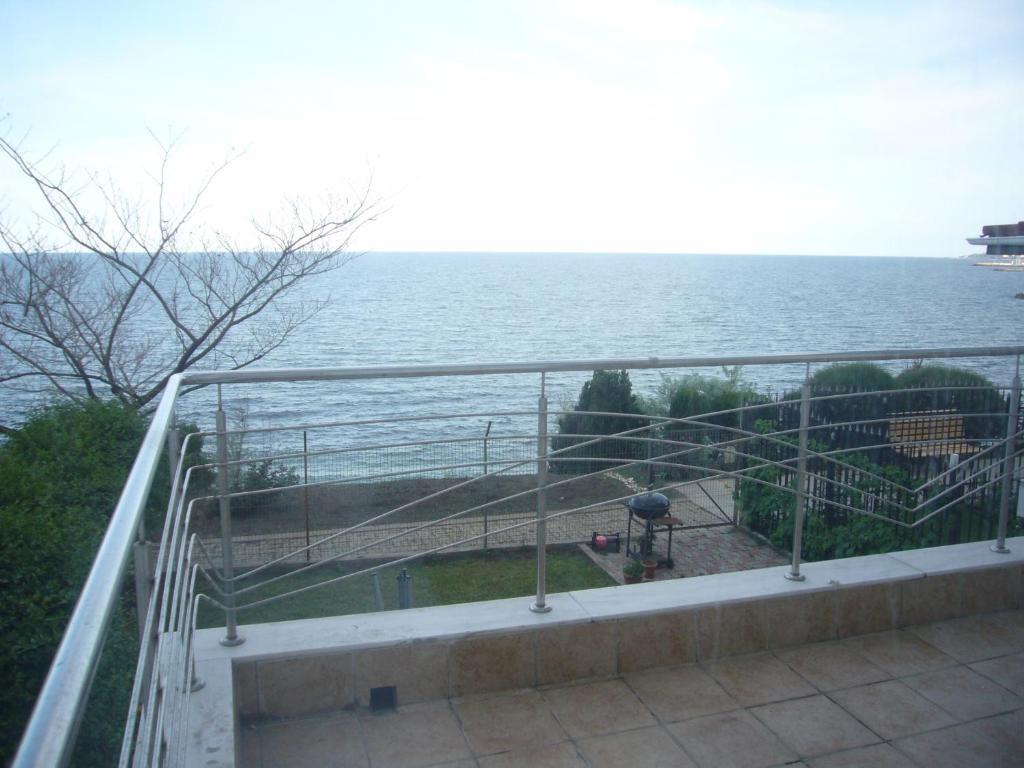Un balcon sau o terasă la Vila Brandusa