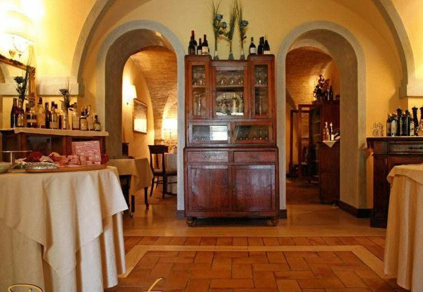 A restaurant or other place to eat at Villa Picena