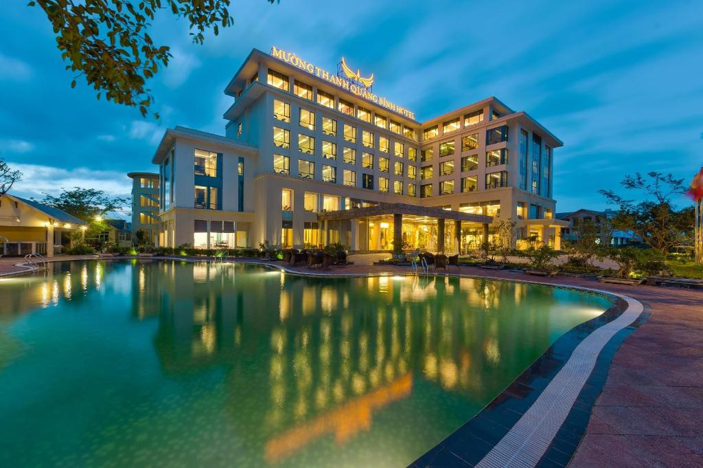The swimming pool at or close to Muong Thanh Holiday Quang Binh Hotel