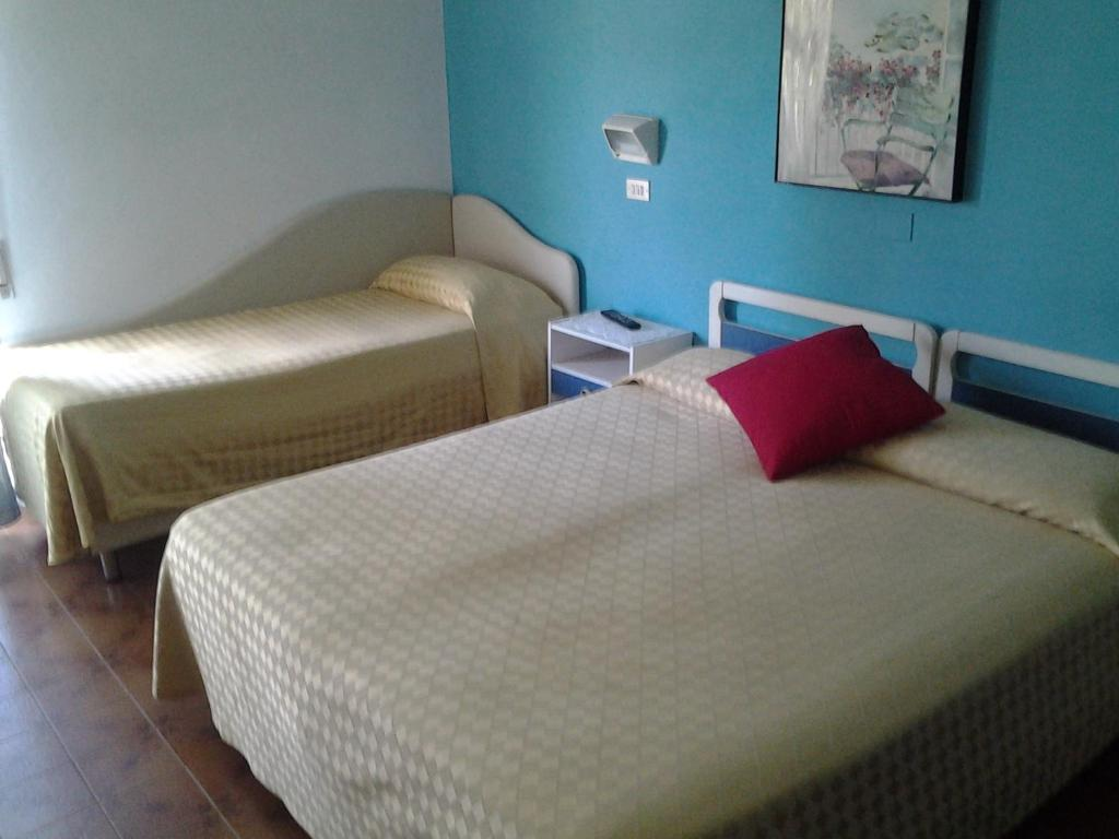 A bed or beds in a room at Albergo Sirena