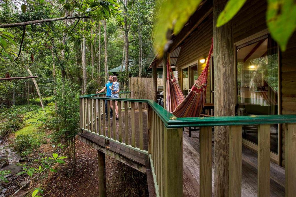 Ein Balkon oder eine Terrasse in der Unterkunft Narrows Escape Rainforest Retreat