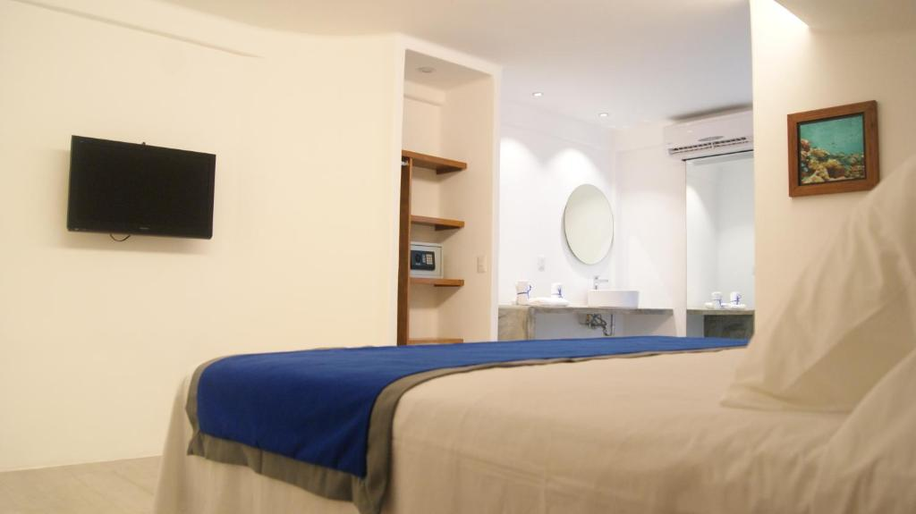 A bed or beds in a room at 3beca Hotel
