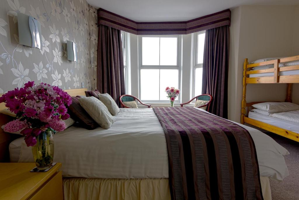 A bed or beds in a room at The Greno