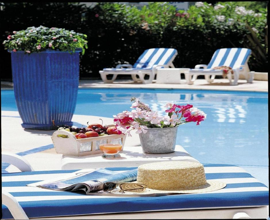 The swimming pool at or close to Hôtel Les Rives Bleues