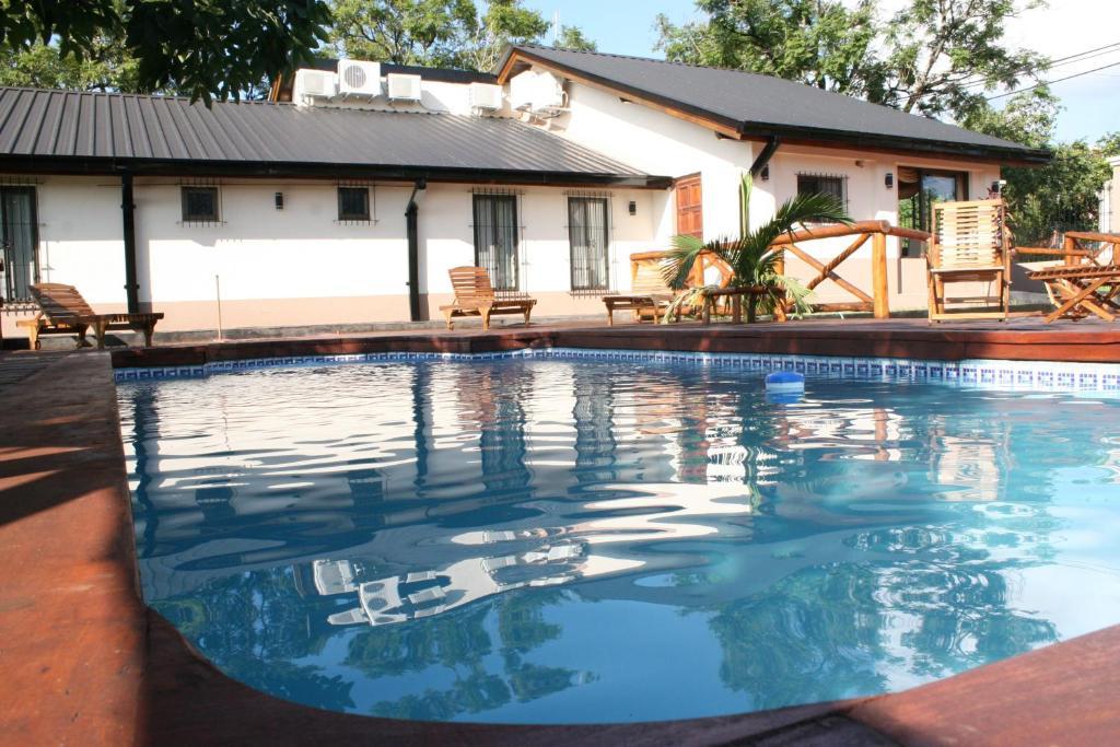 The swimming pool at or close to Posada del Jacarandá