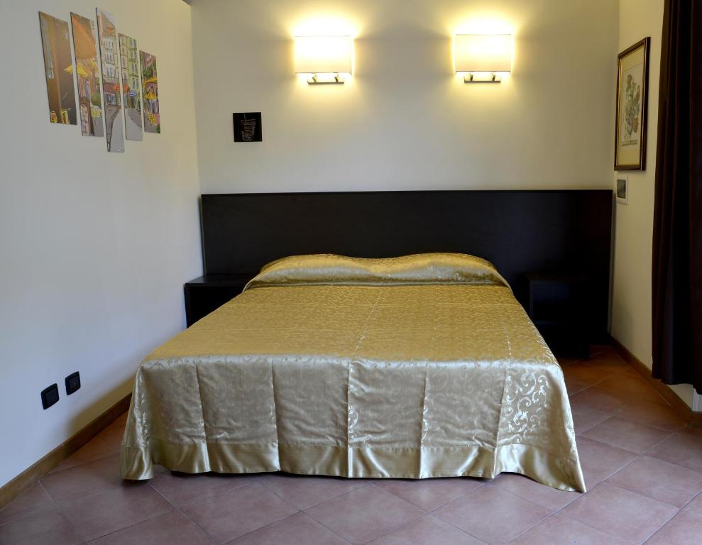 A bed or beds in a room at Gemelli Holidays