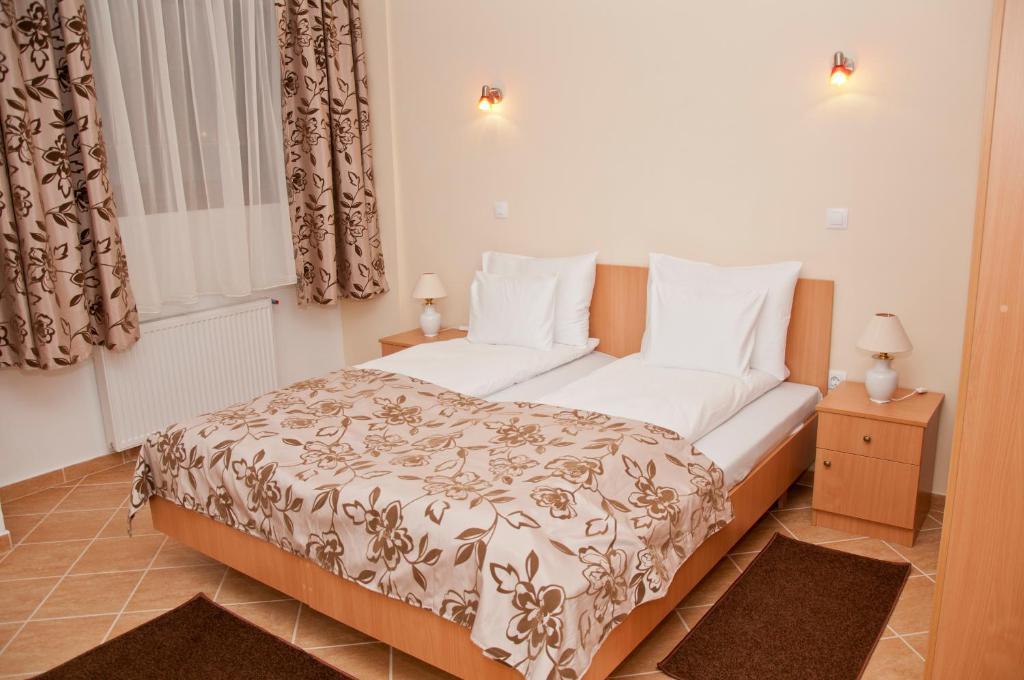 Een bed of bedden in een kamer bij Esprit Hotel