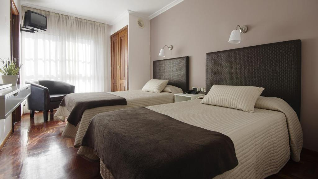 A bed or beds in a room at Hotel City Express Comercio