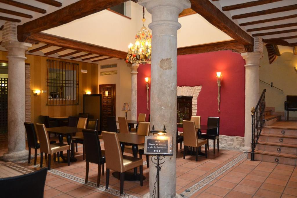 Un restaurante o sitio para comer en Hotel Condes de Visconti