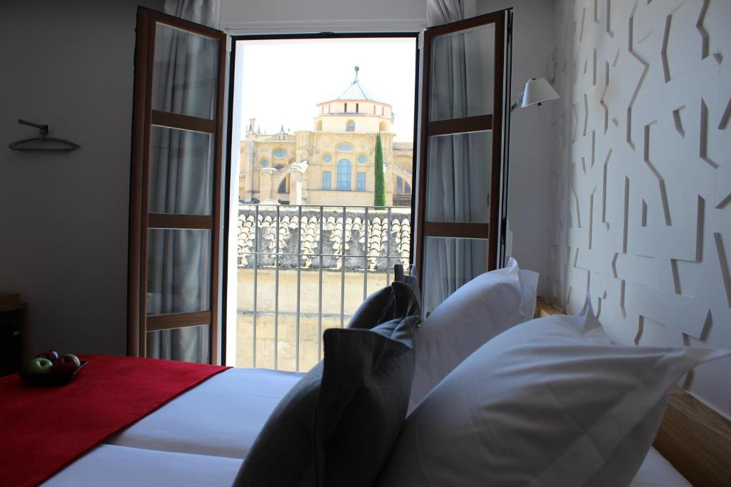 A bed or beds in a room at Hotel Boutique Caireles