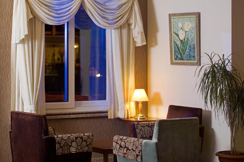 Гостиная зона в Riviera Hotel & Spa