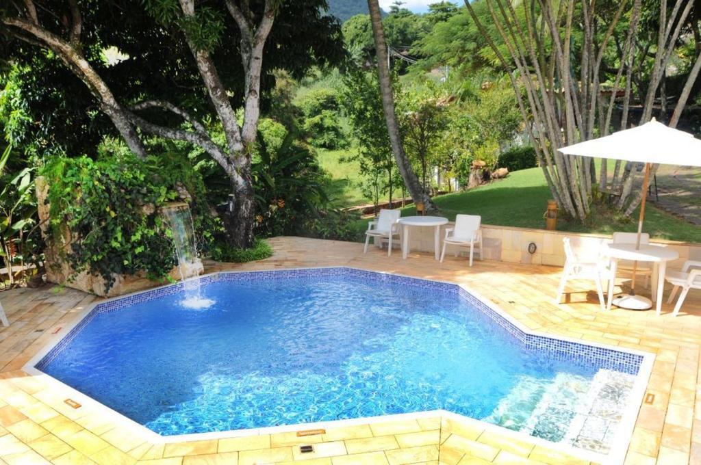A piscina localizada em Pousada Pedra Menina ou nos arredores