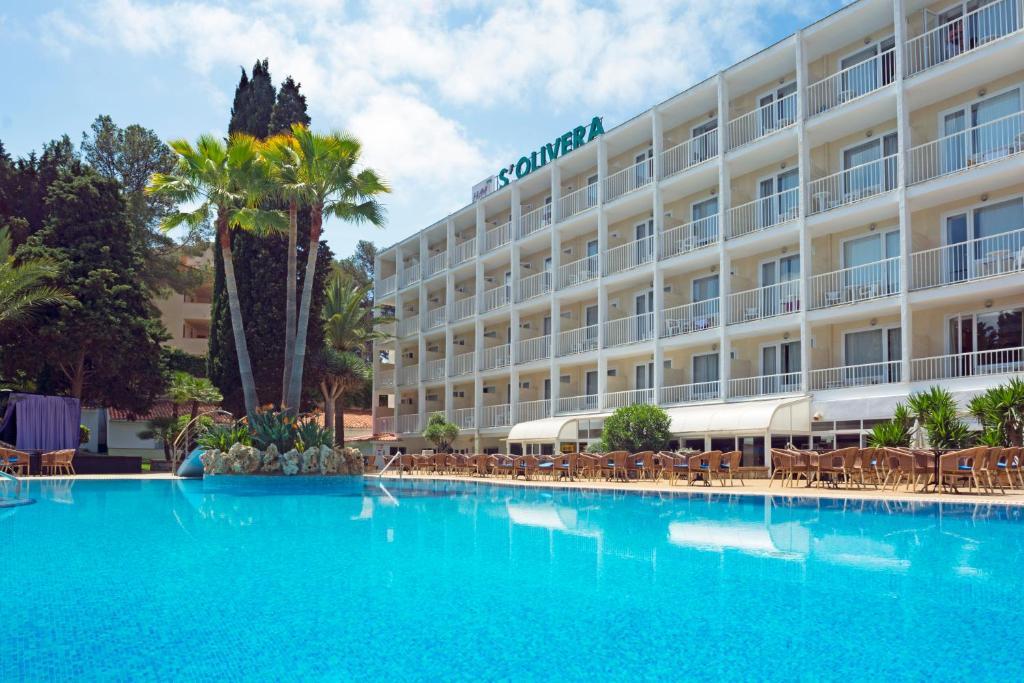 Het zwembad bij of vlak bij HSM Hotel S'Olivera