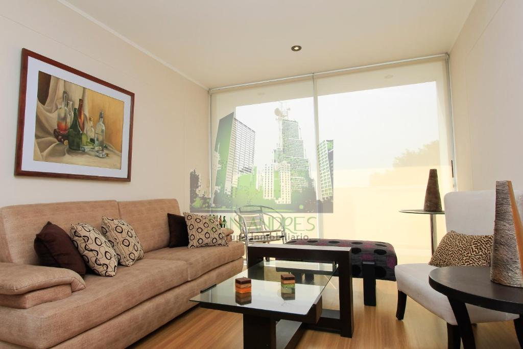A seating area at Luxury Apartment Barranco 360°