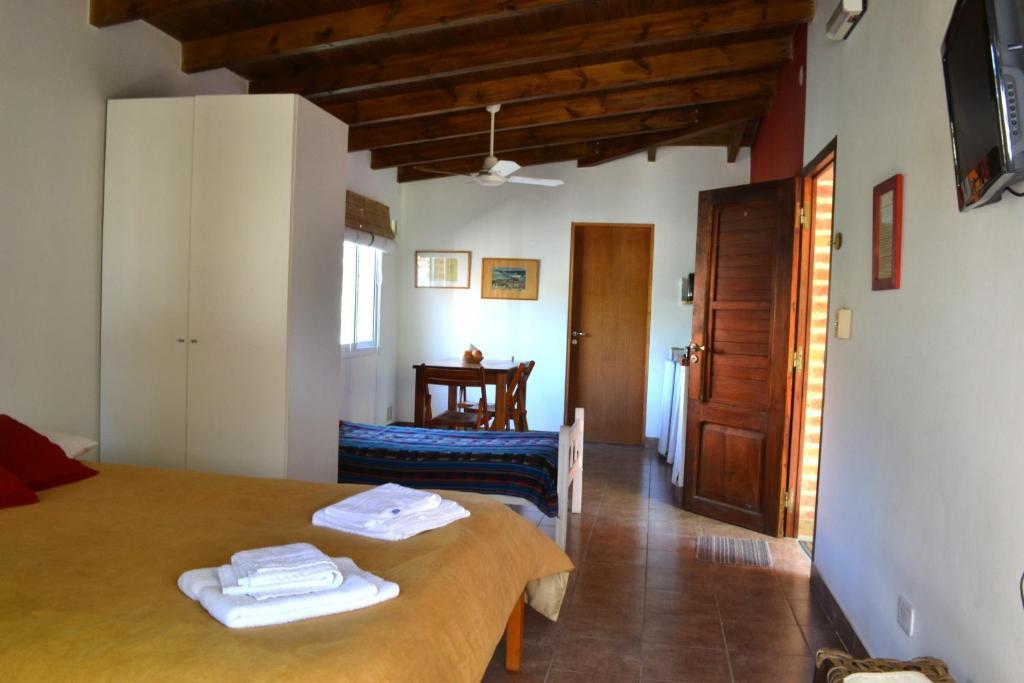 Una cama o camas en una habitación de Cabañas Los Aromos