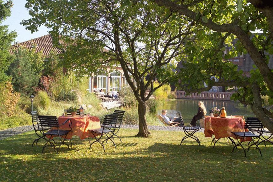 A garden outside EUT-IN Hotel Alte Straßenmeisterei