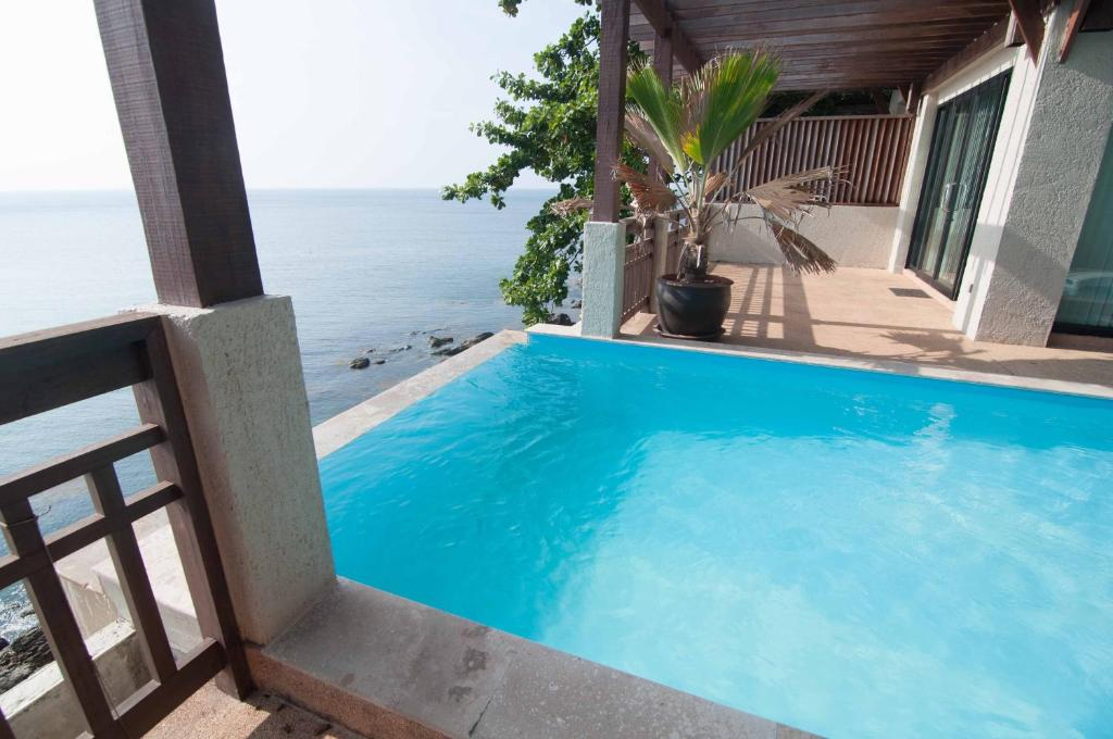 The swimming pool at or near Penn Sunset Villa 10 with Shared Pool