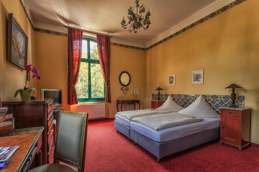 Ein Bett oder Betten in einem Zimmer der Unterkunft Hotel zur Henne