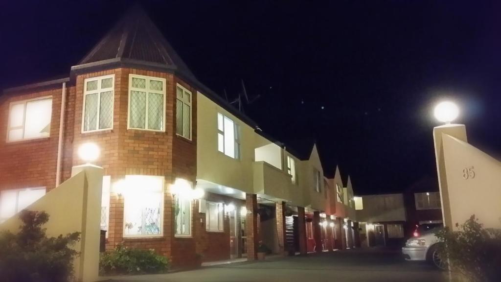 Rosewood Court Motel