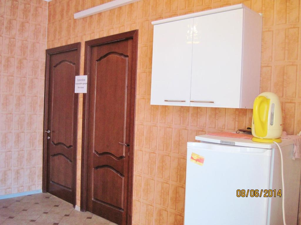 A kitchen or kitchenette at Liana Guest House