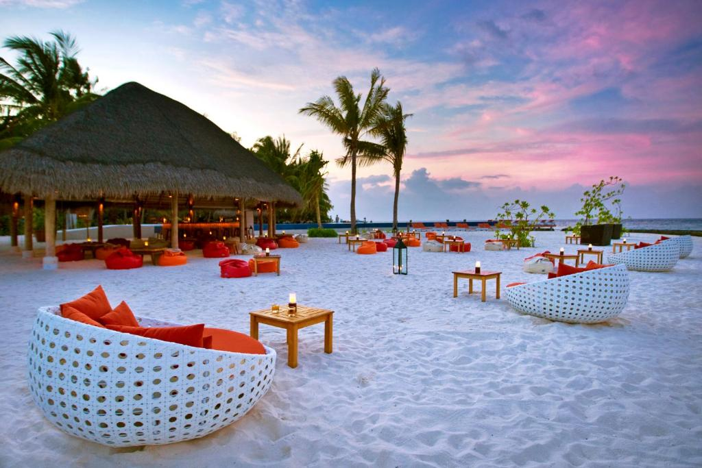 المسبح في كوراماتي مالديفيز أو بالجوار