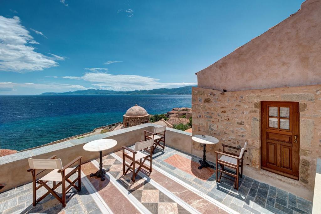 Uma varanda ou terraço em Malvasia Traditional Hotel