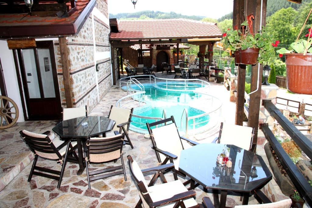 Pogled na bazen u objektu Hotel Manastir Berovo ili u blizini