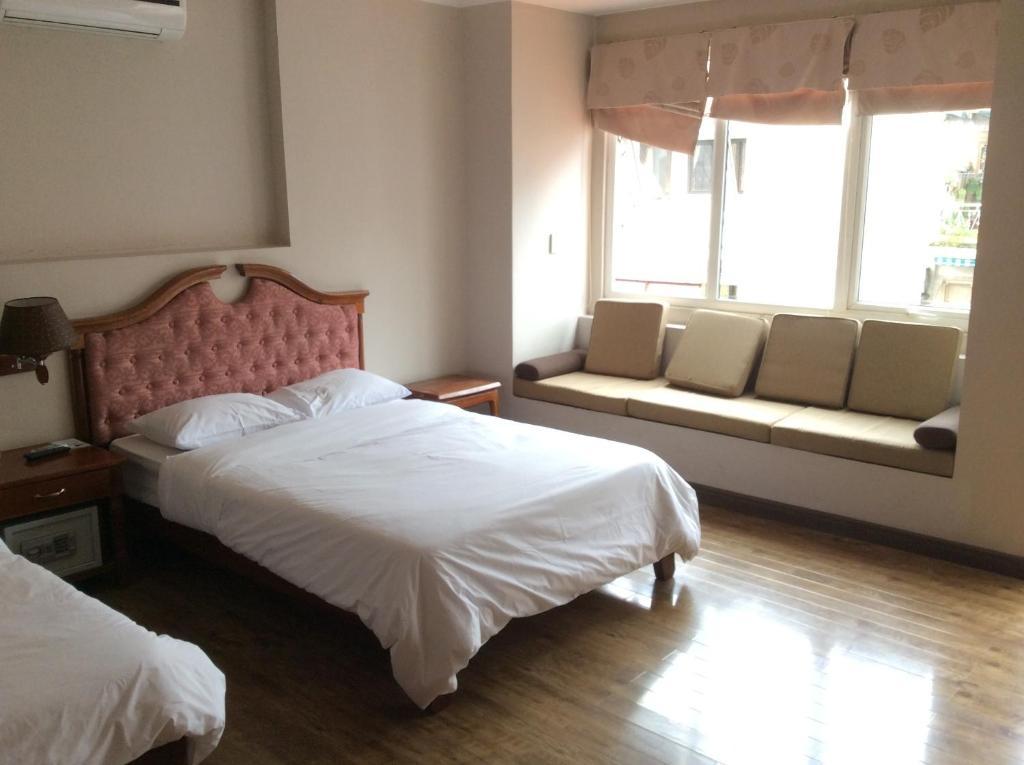 Giường trong phòng chung tại Dreams Hotel