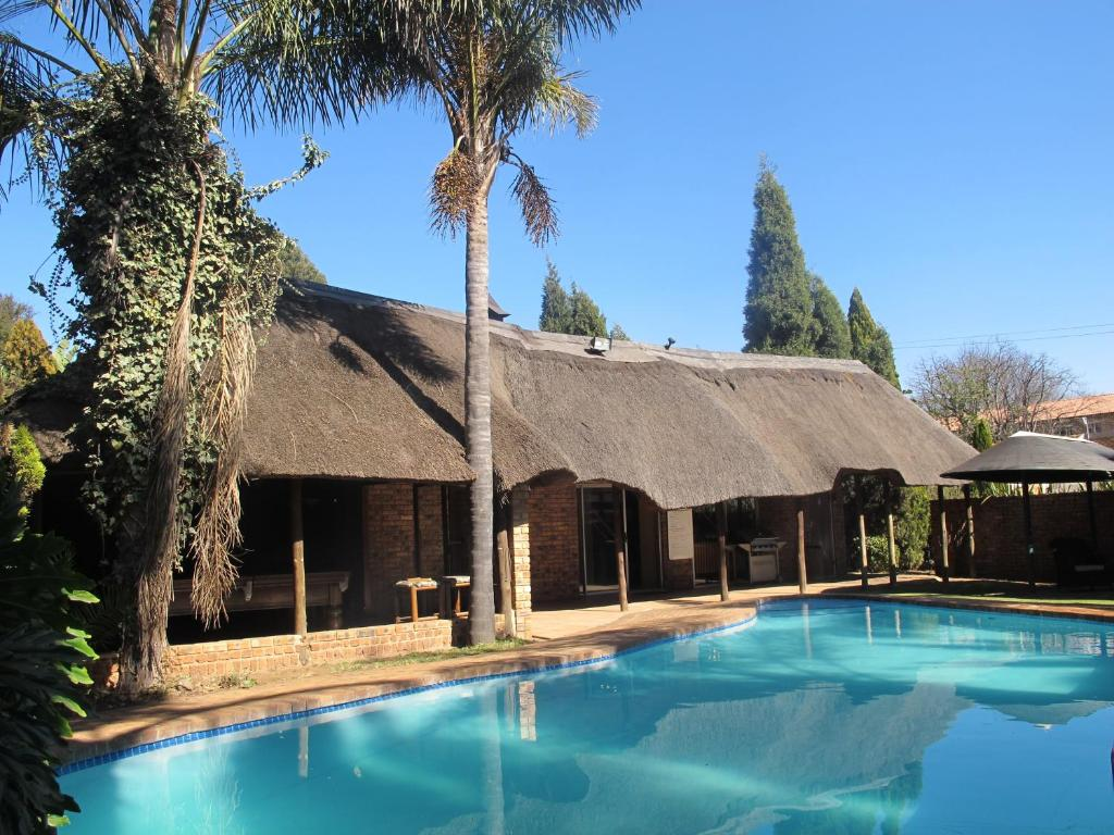 The swimming pool at or close to Aero Guest Lodge