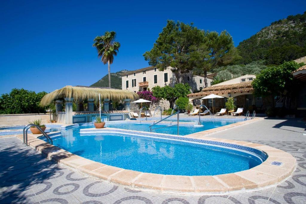 Der Swimmingpool an oder in der Nähe von Monnaber Nou & Spa