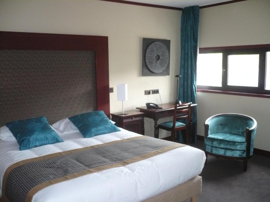 Hotel De France tesisinde bir odada yatak veya yataklar