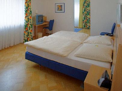 Ein Bett oder Betten in einem Zimmer der Unterkunft Gasthof Kocherbähnle