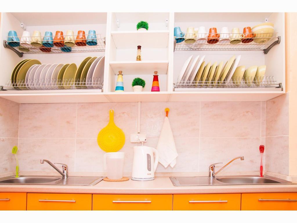 A kitchen or kitchenette at Hostel Yoshkin Kot