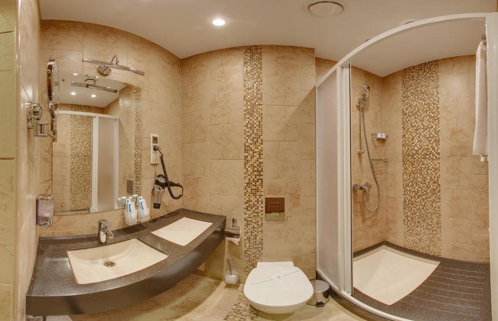 Ванная комната в Дегас Воронеж Центр