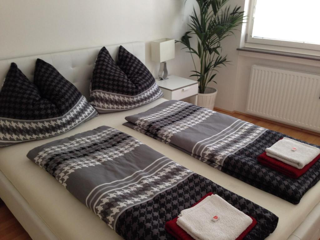 A bed or beds in a room at Vienna City Apartment 2