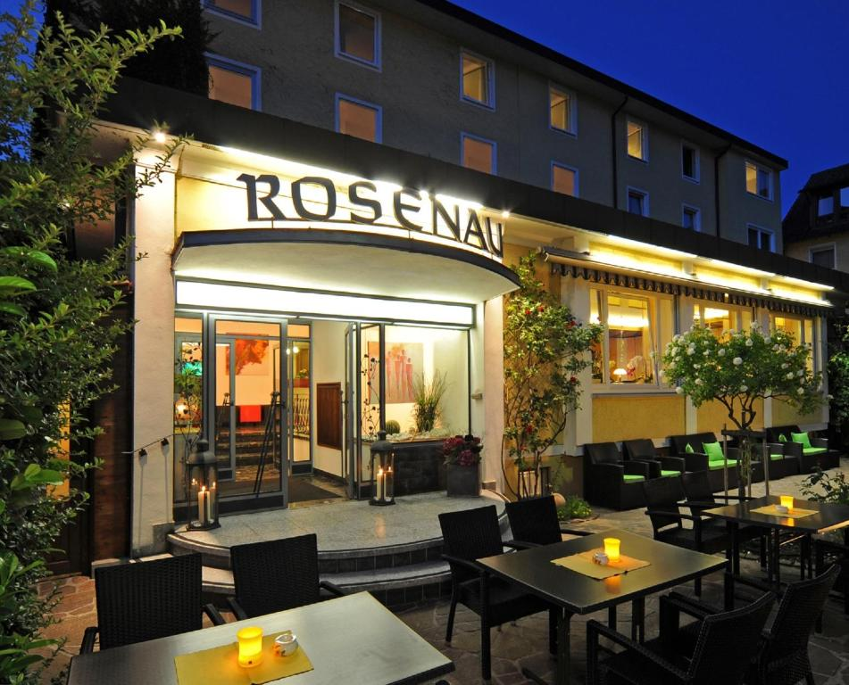 A restaurant or other place to eat at Businesshotel Rosenau
