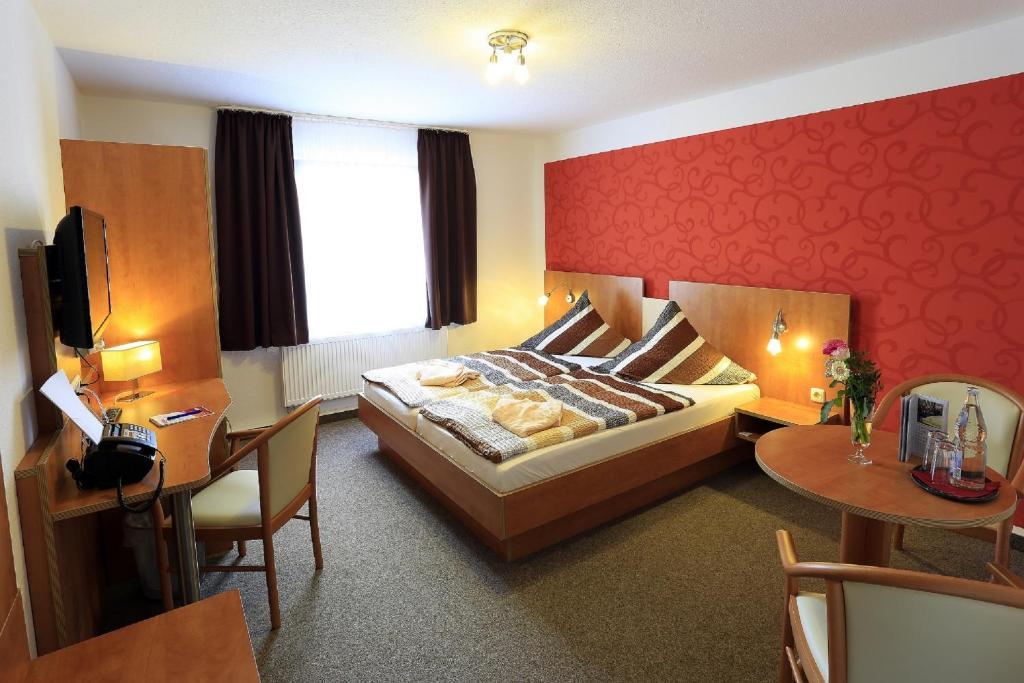 Ein Bett oder Betten in einem Zimmer der Unterkunft Landhotel & Brauhaus Prignitzer Hof