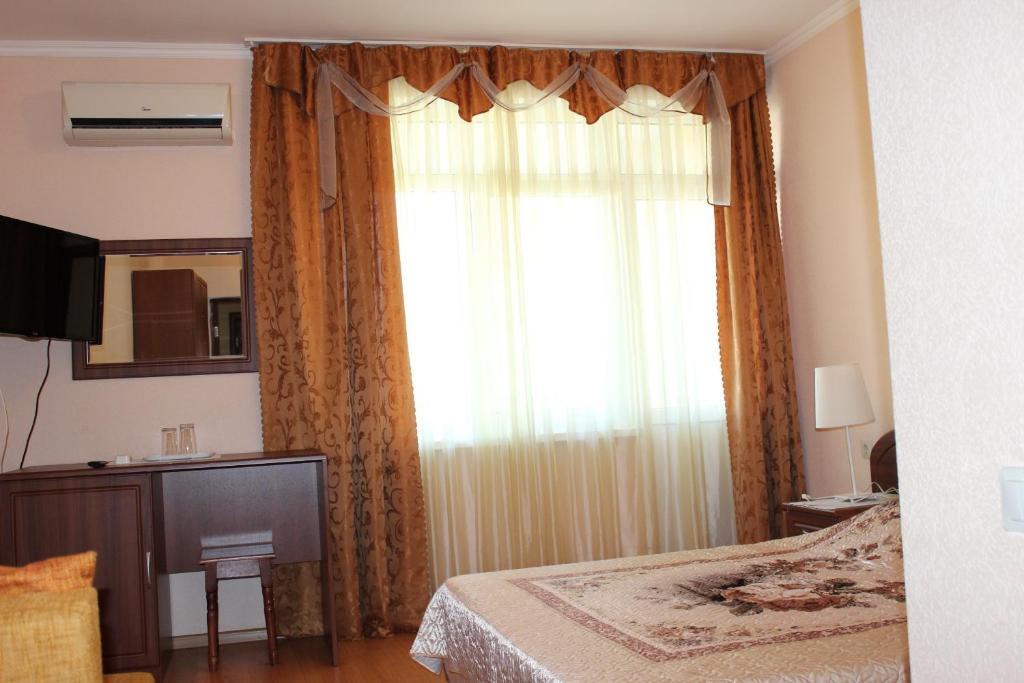 Кровать или кровати в номере Райский Уголок