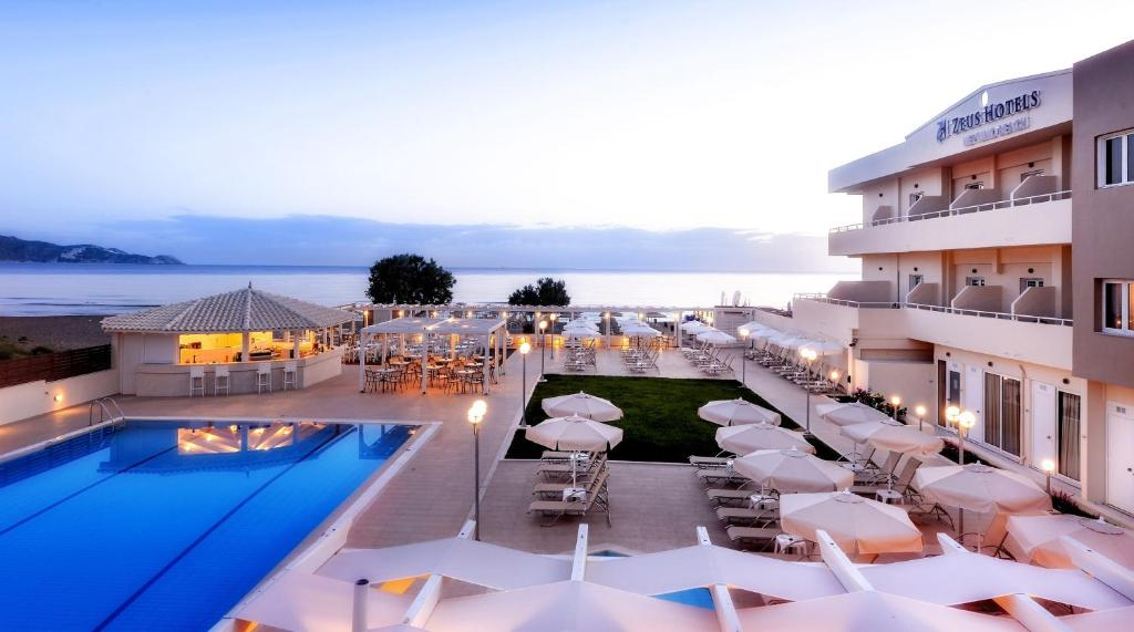 A view of the pool at Smartline Neptuno Beach or nearby