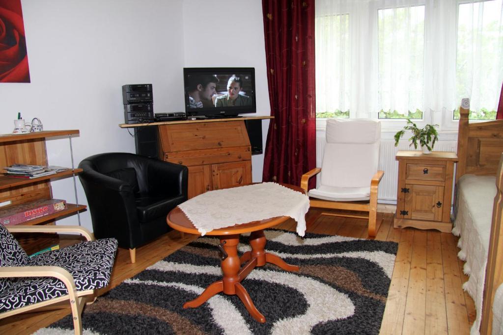 Ein Sitzbereich in der Unterkunft Apartment in Chemnitz, Ebersdorfer Wald