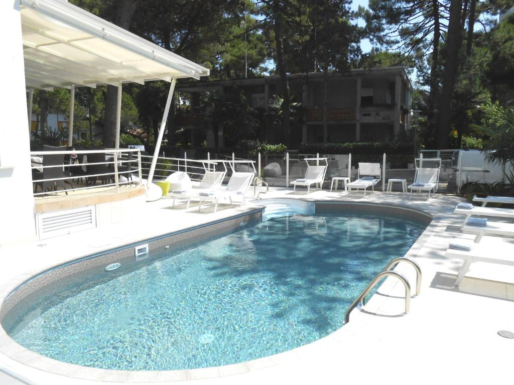Bazén v ubytování Hotel Meublè Nazionale nebo v jeho okolí