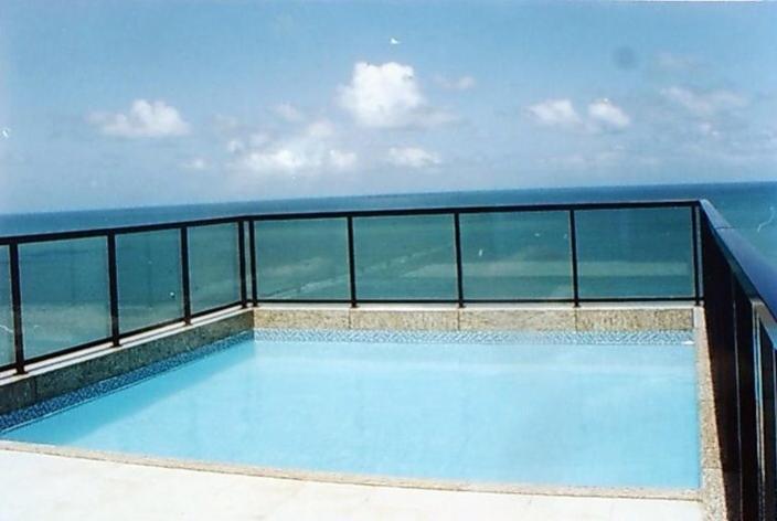 The swimming pool at or close to Apartamento Beira Mar
