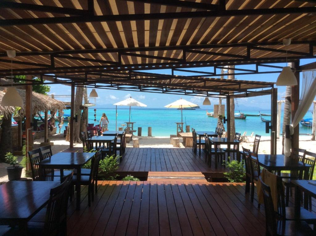 A restaurant or other place to eat at Salisa Resort