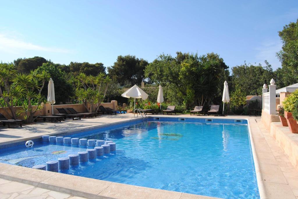 The swimming pool at or near Hostal Restaurante Pou des Lleó