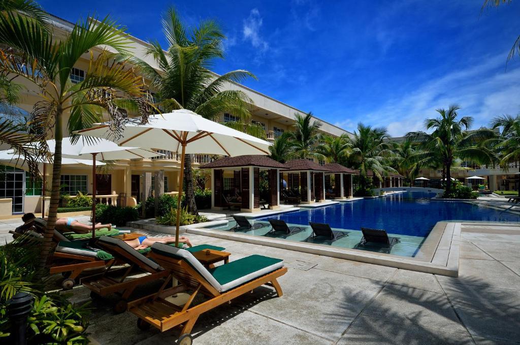 The swimming pool at or near Henann Garden Resort